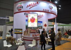 Ling Bao Apple had a large stand at the fair // 灵宝苹果在展会 有一个大的展台