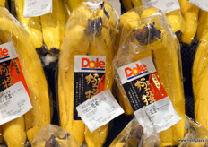 Dole is one of China's largest banana importers and ripening providers. // 都乐是中国最大的香蕉进口商和催熟供应 商之一。