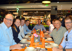 Lunch at Yonghui, Shenzhen. A large delegation of growers and shippers from Australia attended Fresh Connections after traveling through China for over a week. // 在深圳永辉的午餐聚餐。