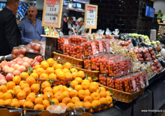 Fresh Chinese domestic fruits on display at Yonghui Superstores.