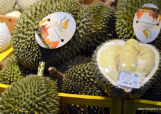 Imported durian from Thailand. // 来自泰国的进口榴莲。