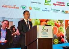 Mike Li is the Procurement Director for Fresh Fruit & Vegetables at JD.com, a large online retailer in China. The company has seen rapid growth in the last 5 years. 30% of its total sales in fresh foods come from fruit sales. // 李晓峰是京东生鲜的采购总监,该公司是在中国的一家大 型在线零售商。这家公司在过去的5年里增长很快。在新鲜食品销售总 额中,有30%来自水果销售。