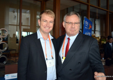 Bertie van Zyl together with Piet Prinsloo, both from ZZ2, South Africa. // 南非ZZ2的Piet Prinsloo和Bertie van Zyl.