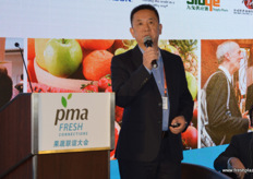 Mau Wah Liu is the founder and currently Chairman of the Board at Joy Wing Mau. He notes that the total fruit industry is, still, growing fast in China. Chinese fruit consumption still lacks behind global consumption per person and can go up to double. // 廖懋华是佳沃鑫荣懋集团 的创始人和现任董事长。他指出,总的来看,在中国的水果产业仍在快 速增长。中国的人均水果消费量仍然落后于全球的人均消费量,可以翻 一番。