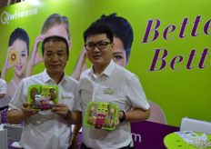 Qi Zhe, Sales Director of Qifeng Fruit and Nemo Lee, Chief Marketing Officer. // 齐峰果业的销售总监齐哲和品牌 营销总监李锋。
