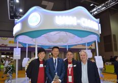 Gary Loh of SunMoon Food Company Limited and team of Shanghai Win-Chain Supply Chain Mgt. Management Co.Ltd. // SunMoon Food Company Limited的Gary Loh and Shanghai Win-Chain Supply Chain Mgt. Management Co.Ltd 的团队。