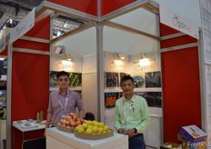 to the right, Mike Pong with his manager from Meishan Crystal Fruits Co., Ltd. // 眉山市水晶水果有限公司的麦克 (右)和公司的经理(左)。